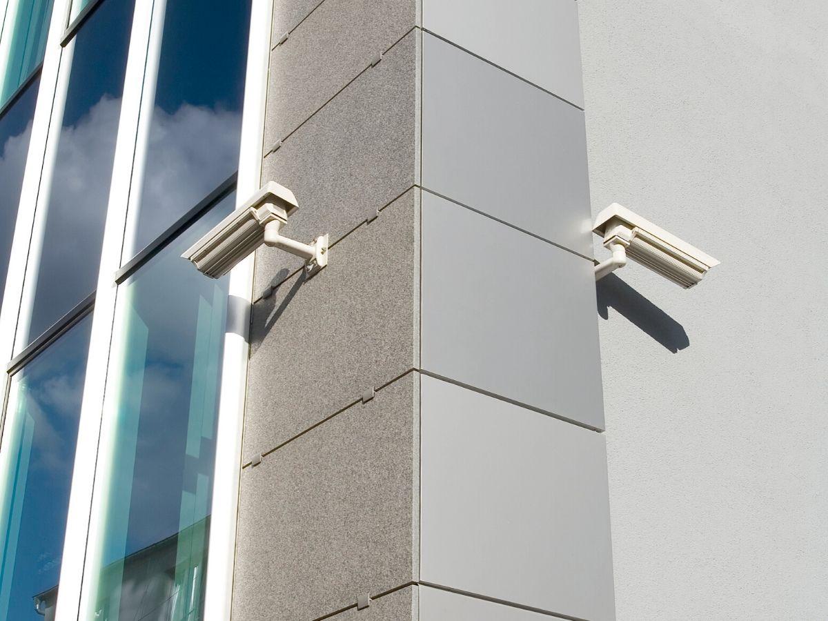 <h3>הנחיצות של מצלמות אבטחה לבניין</h3>