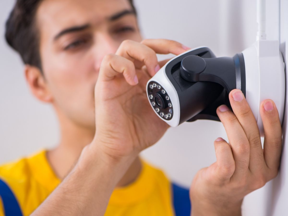 <h3>התקנת מצלמות אבטחה בבית בחולון מבלי שיבחינו בהן</h3>